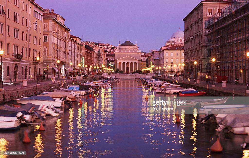 Italy, Trieste, Borgo Teresiano, canal at dusk